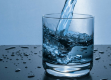 glass of water with splashes of water beside it